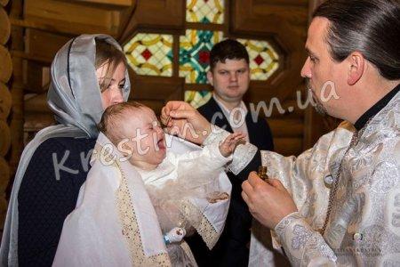 У якому віці краще хрестити дитину?