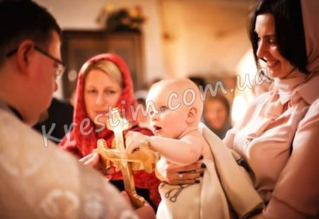 Скільки можна мати хрещених батьків