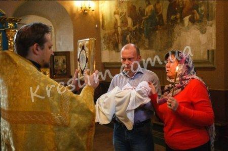 Скільки вибрати хрещених батьків для дитини?